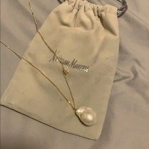 Pearl necklace with star accent